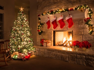 christmas-tree-near-fireplace_0